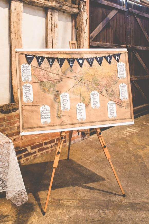 Mini banderines para decorar tu boda. Seating Plan