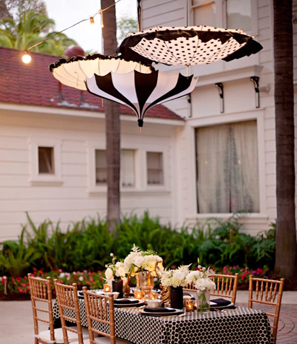 Decorar la boda con sombrillas