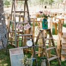 Ideas para decorar con escaleras vintage en tu boda