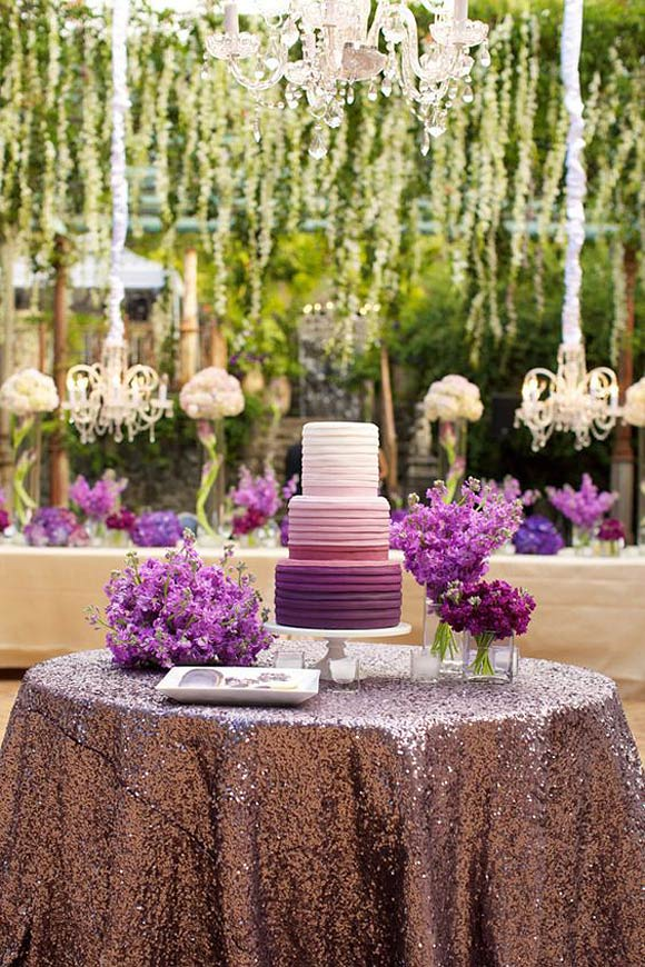 Tarta de boda color ultraviolet